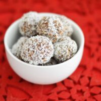 Simple Rum Balls Recipe with only 5 ingredients