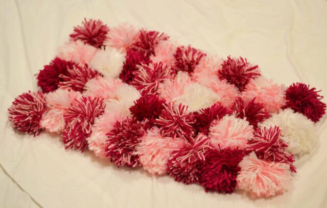 Simple pom pom rug tutorial