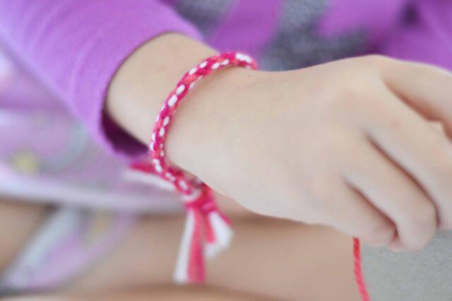 Simple DIY Friendship Bracelets - Kids craft ideas