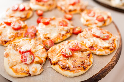 Mini wholemeal pizzas - healthy afternoon snack ideas