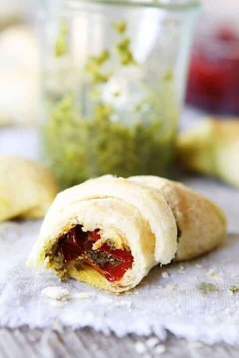 Pesto roasted red pepper crescent rolls