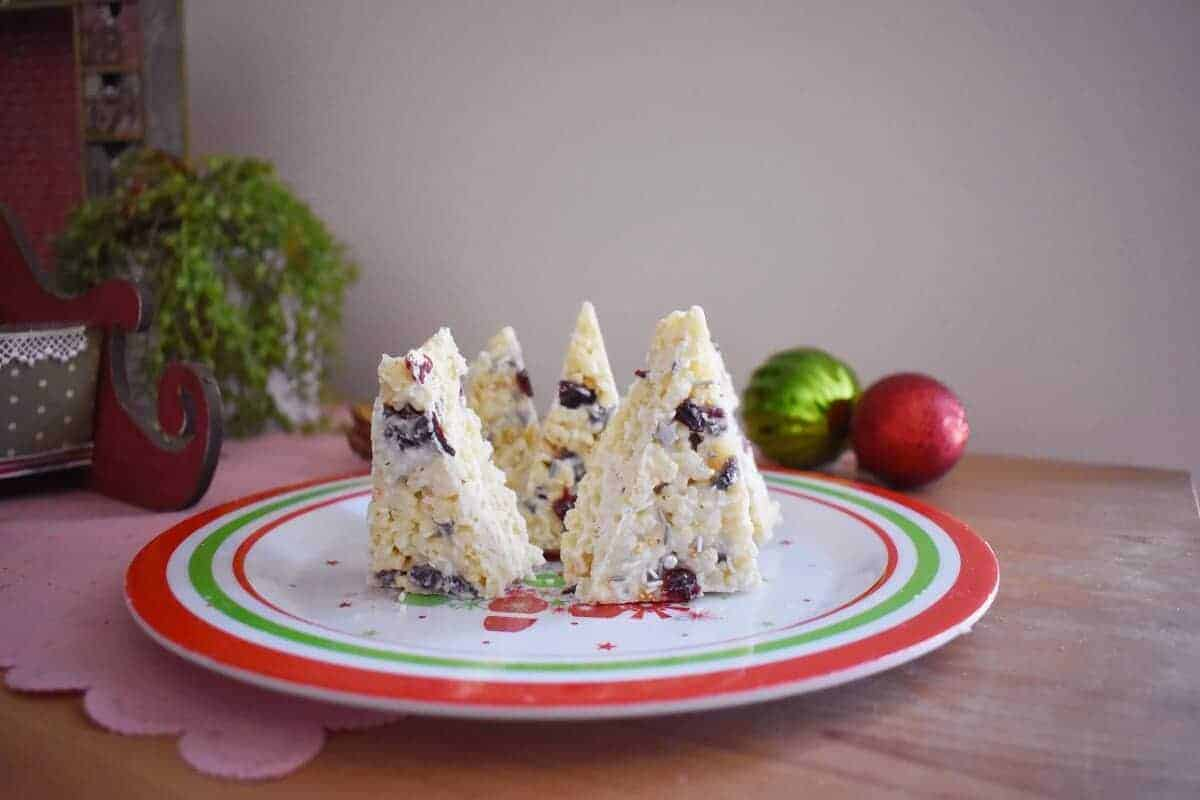 White chocolate christmas tree rice krispie treats