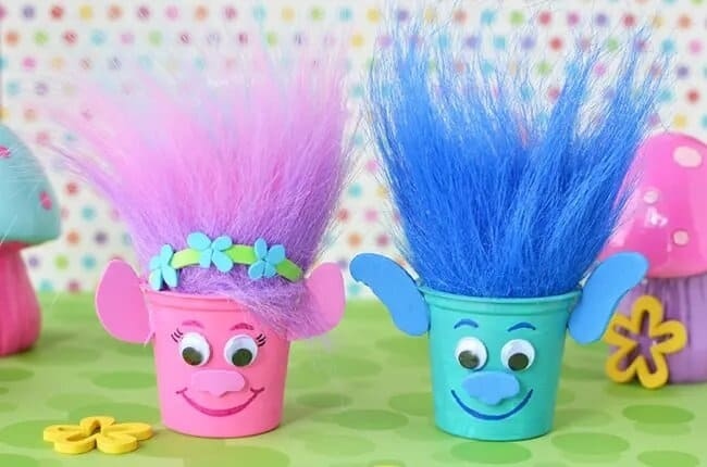 Troll treat cup favours