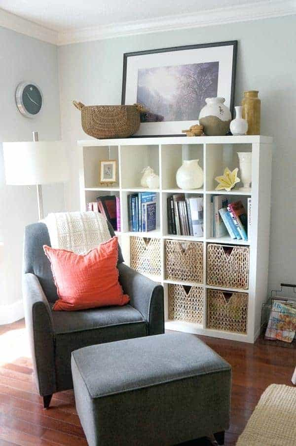Living room with baskets in shelf
