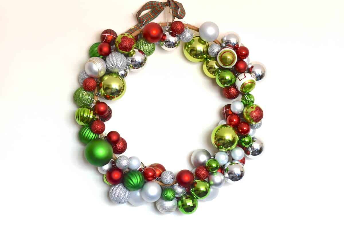 Diy bauble christmas wreath tutorial