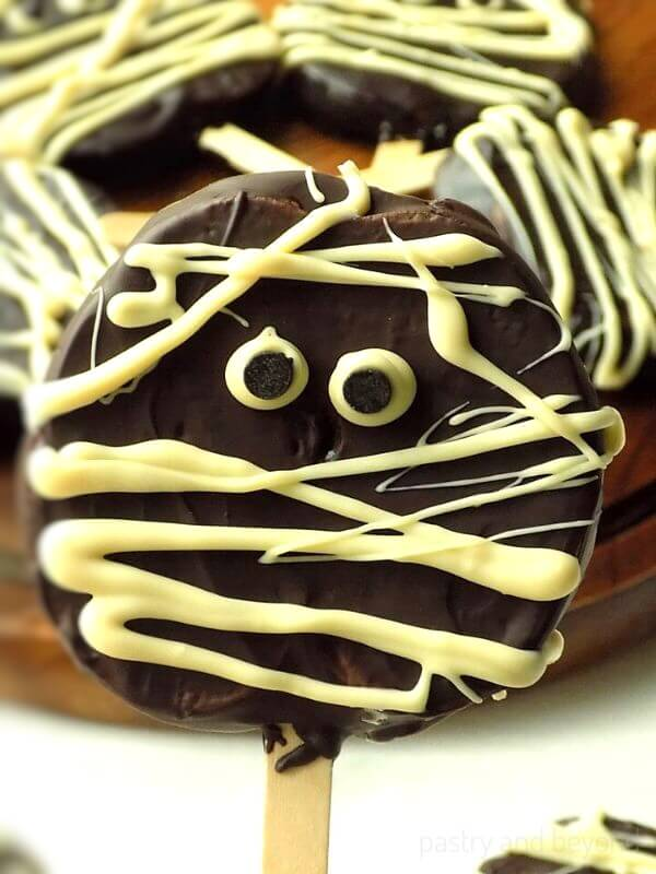 Chocolate covered apple slices 1 50 easy halloween party finger foods, treats & appetiser ideas