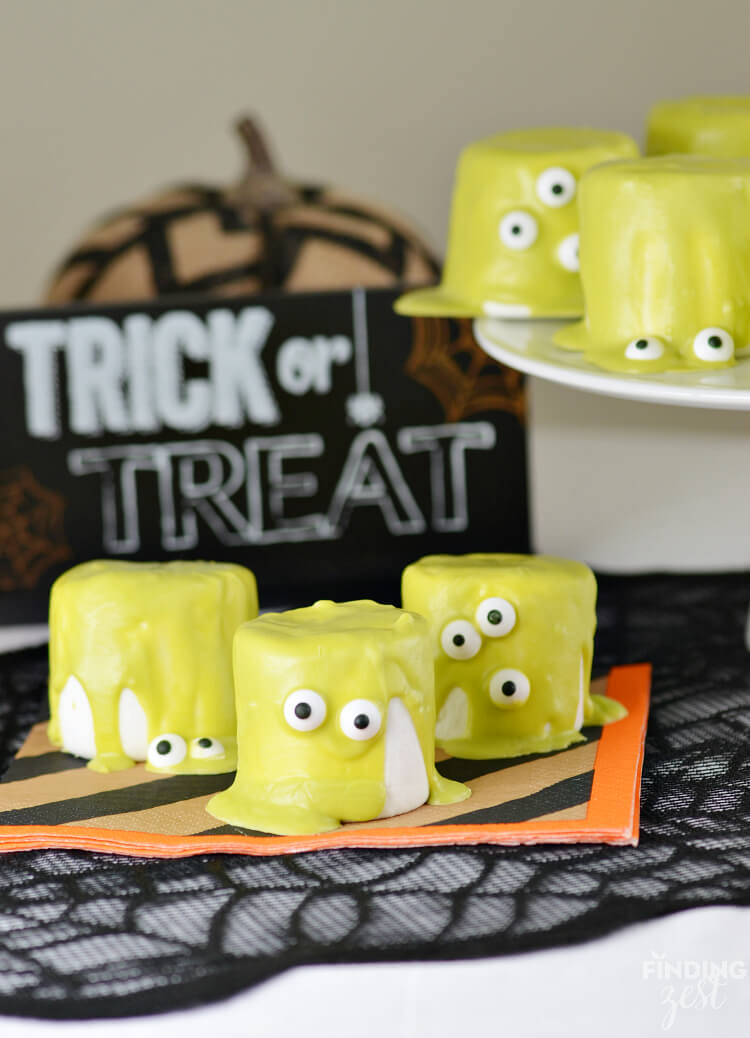 Easy halloween monster marshamallows 50 easy halloween party finger foods, treats & appetiser ideas