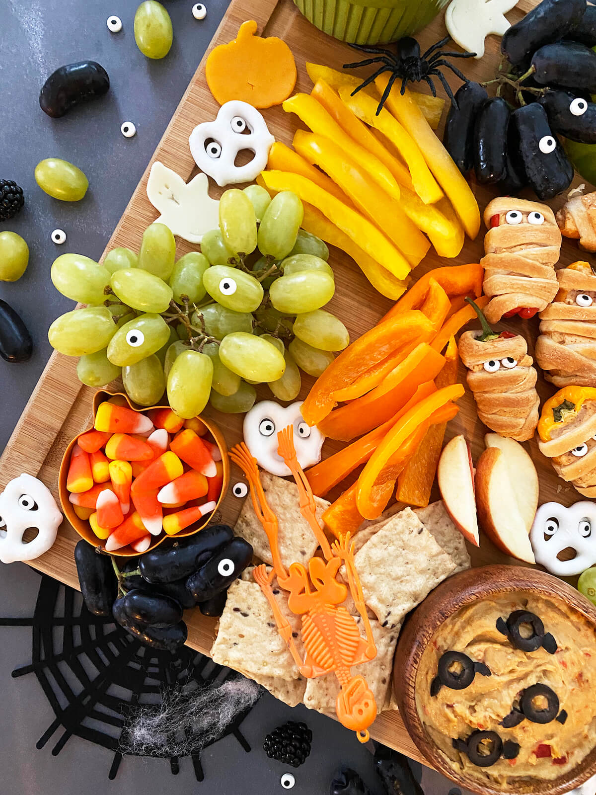 Web halloween snack board close up 50 easy halloween party finger foods, treats & appetiser ideas